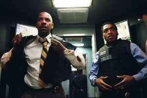 (L-R) Denzel Washington and Chiwetel Ejiofor star as Detective Frazier and Detective Mitchell in the tense hostage drama INSIDE MAN, from Director Spike Lee.